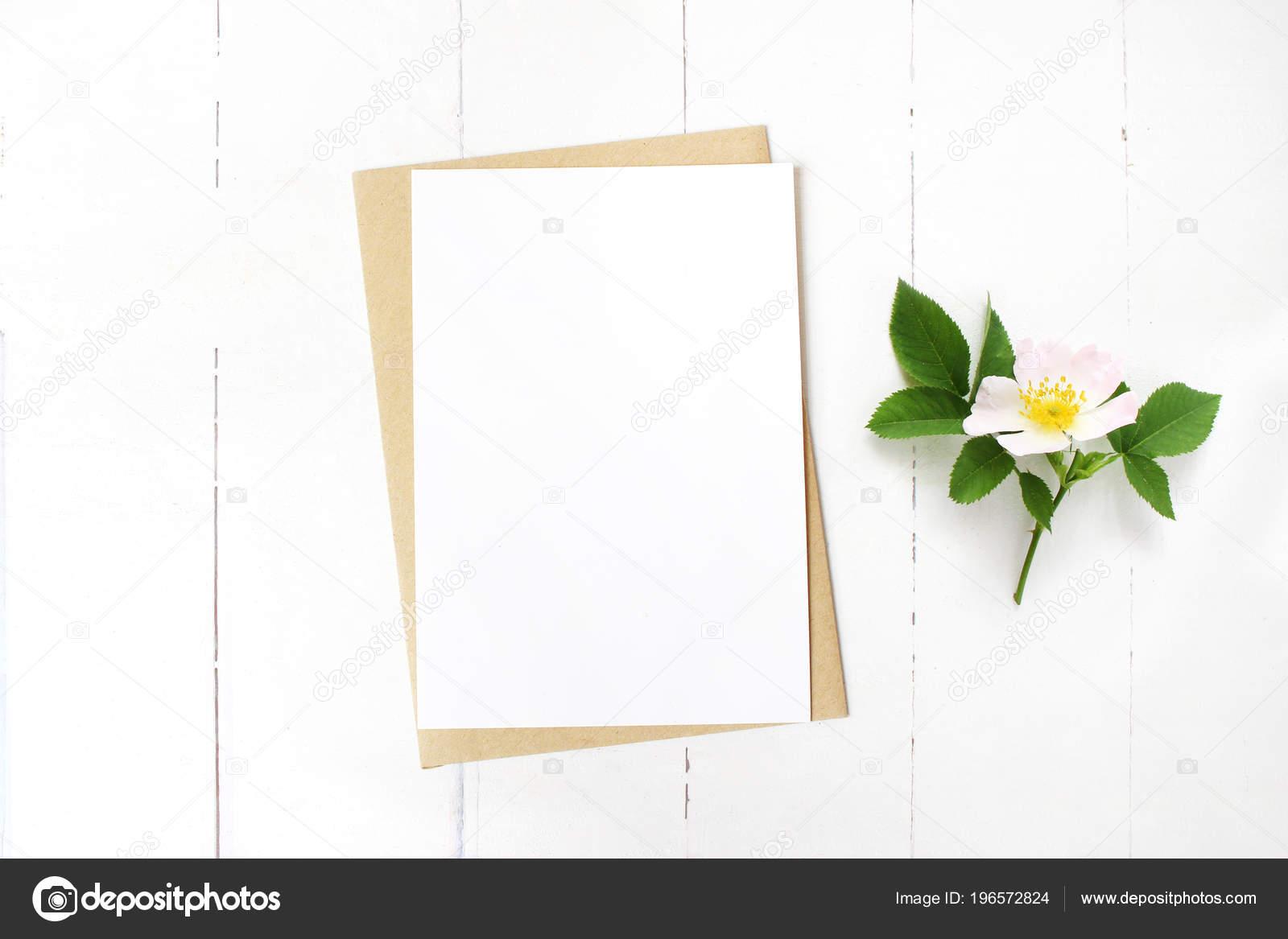 Auguri Matrimonio Laico : Cancelleria di matrimonio femminile scena floreale desktop mock up