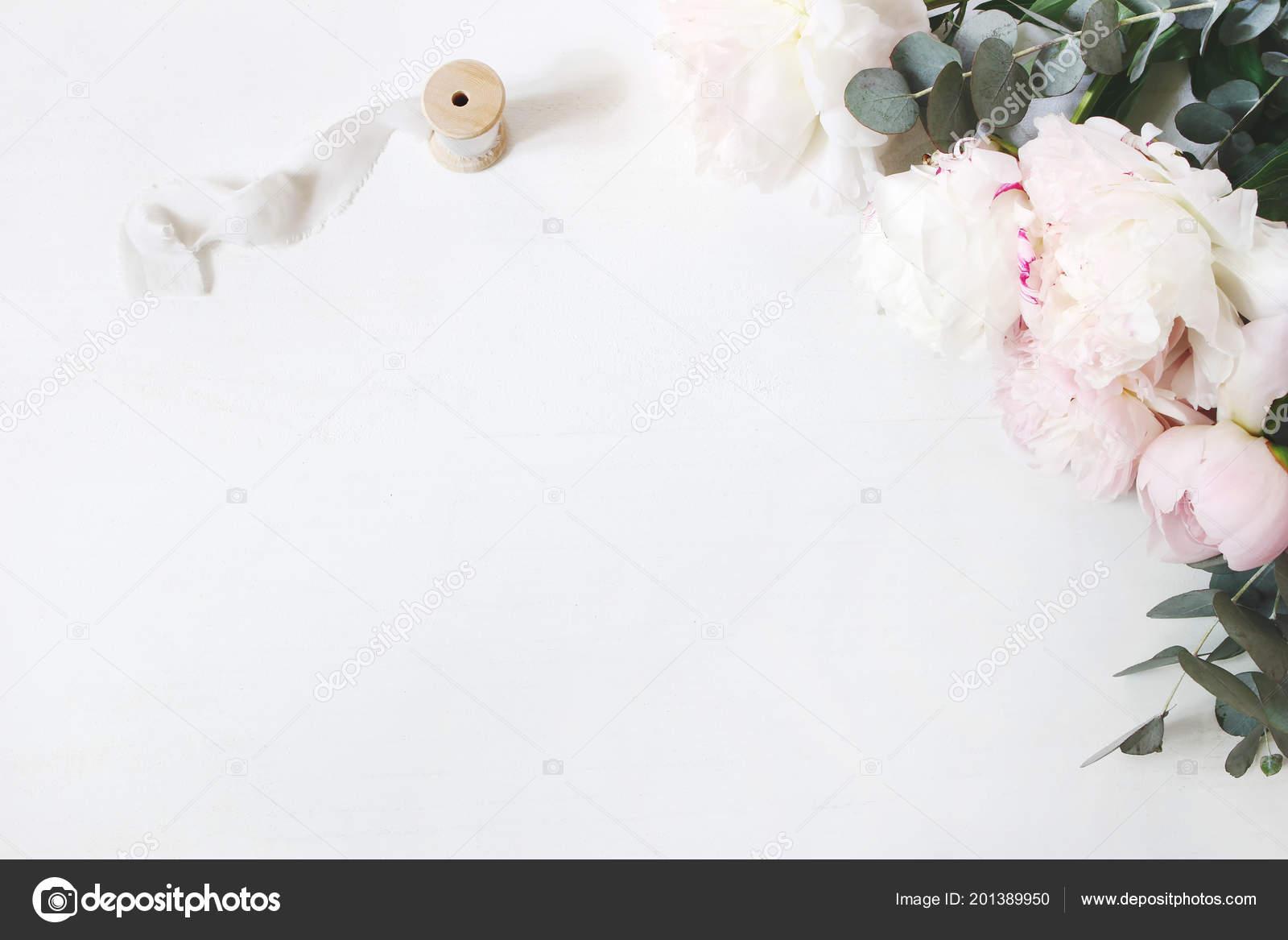 Auguri Matrimonio Laico : Composizione di un tavolo matrimonio o compleanno di femminile con