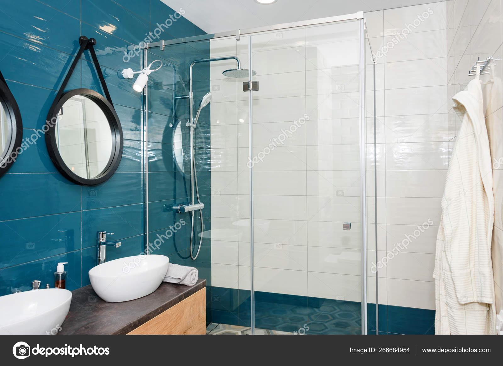 Espejos Redondos Lavabo.Moderno Interior De Bano Con Estante De Madera Dos Lavabos