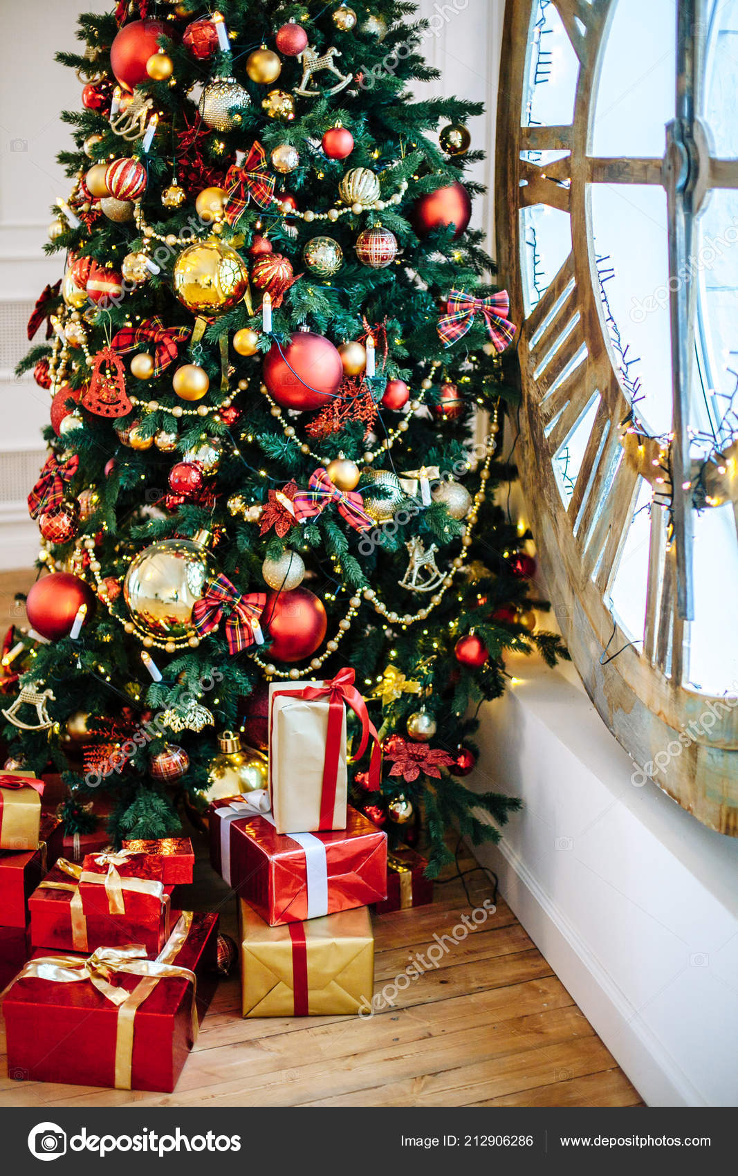 Weihnachtsgeschenke Verpackt Klassischen Rotes Papier Hintergrund ...