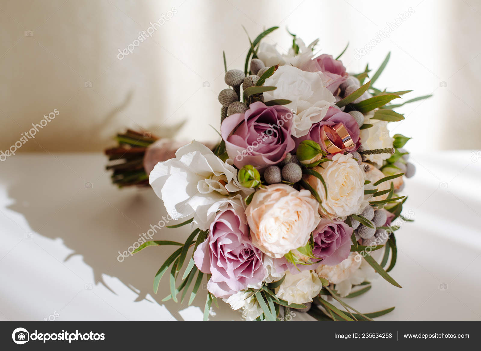 Bouquet Sposa Rose E Peonie.Soft Tender Bridal Bouquet Roses Peonies Greenery White Table