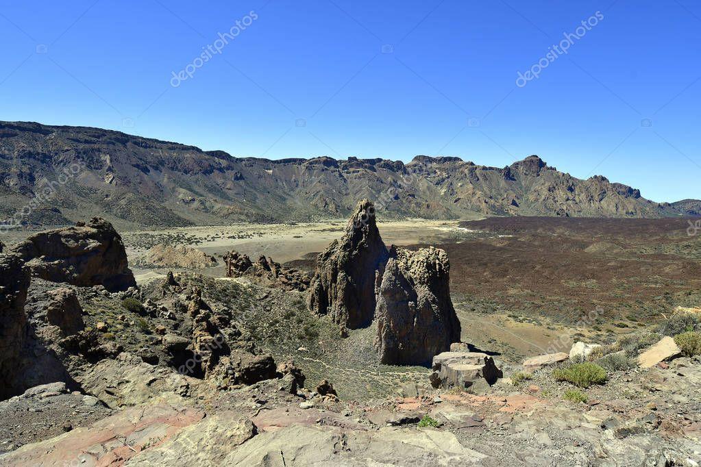 Spain, Canary Islands, Tenerife, rock formation Los Roques de Garcia with view to Llano de Ucanca in Teide national park