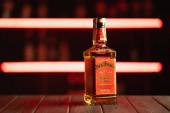 Kijev, Ukrajna - 09.10.2019. Jack Daniel s a Tennessee whiskey márkája és a világ legkelendőbb amerikai whiskyje - illusztratív szerkesztőség