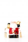 Miniaturní pracovník tým malování vánoční rekvizity na bílém pozadí