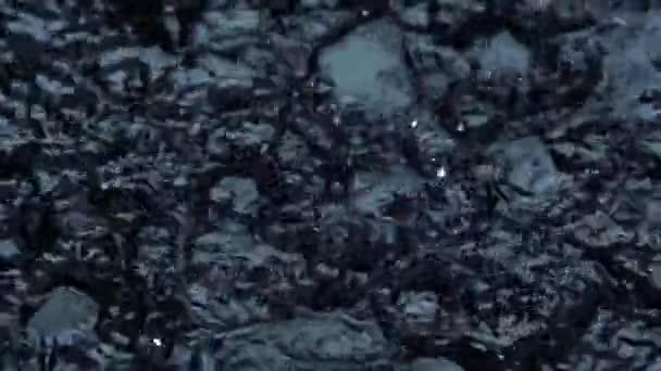 Kapky vody na černé pozadí. Zpomalený pohyb. Makro