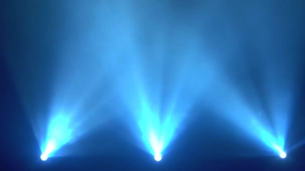 Világos kék villogó fények színpad