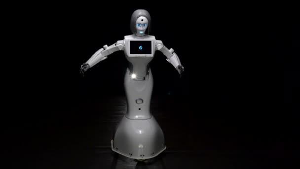 Mozgassa a robotot egy sötét szobában. Fekete háttér