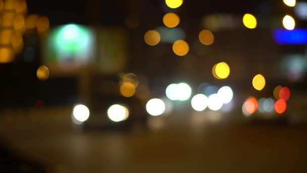 Auto světlomety a zadní světla mimo zaměření