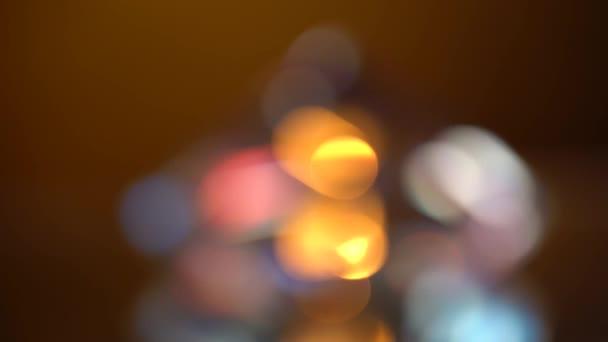 Absztrakt fények bokeh, piros, kék és narancs. Fekete háttér
