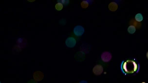 Absztrakt fények bokeh repülni. Lassú mozgás. Fekete háttérrel