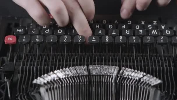 Tisk na starý psací stroj