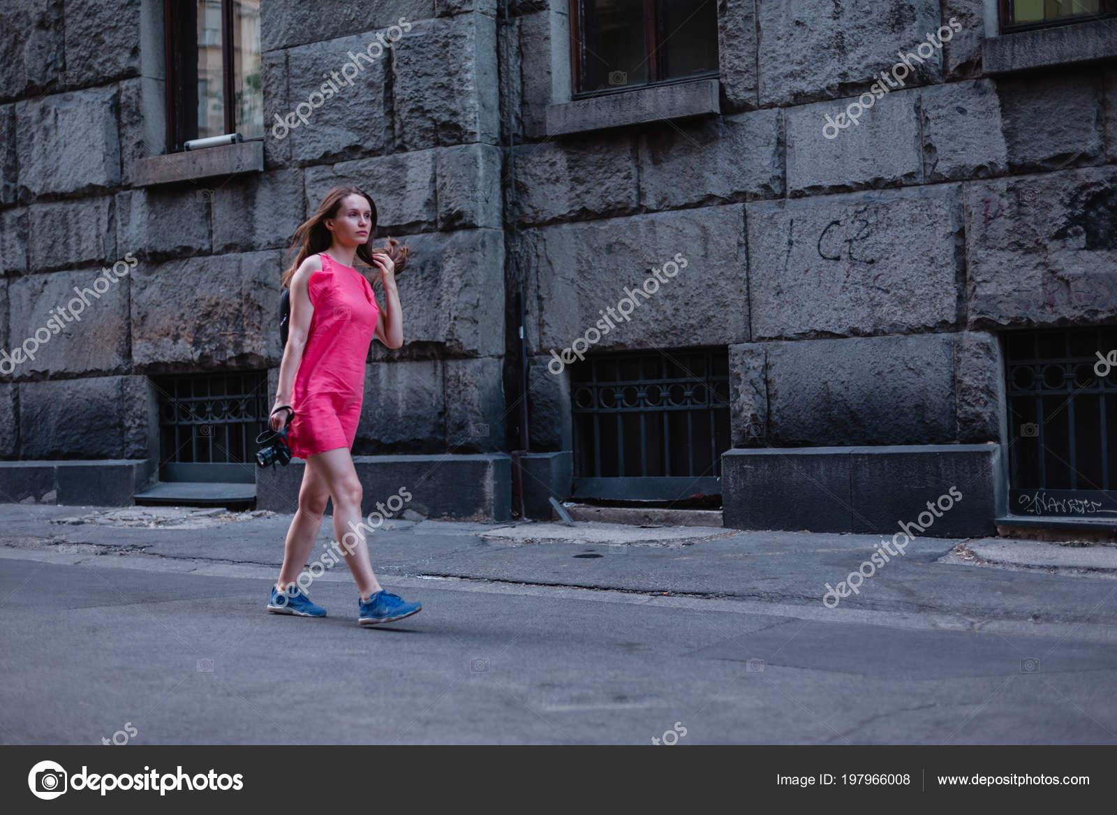 Камера под платьем женщин, старые вешалки секс