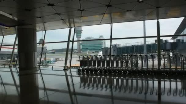 Hongkong, Čína – 3. září: Dekorace a interiér v Hong Kong Mezinárodní letiště na 3 září 2018 v Hong Kong, Čína