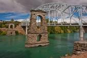Fotografie historische hängebrücke in der stadt alexandra in neuseeland