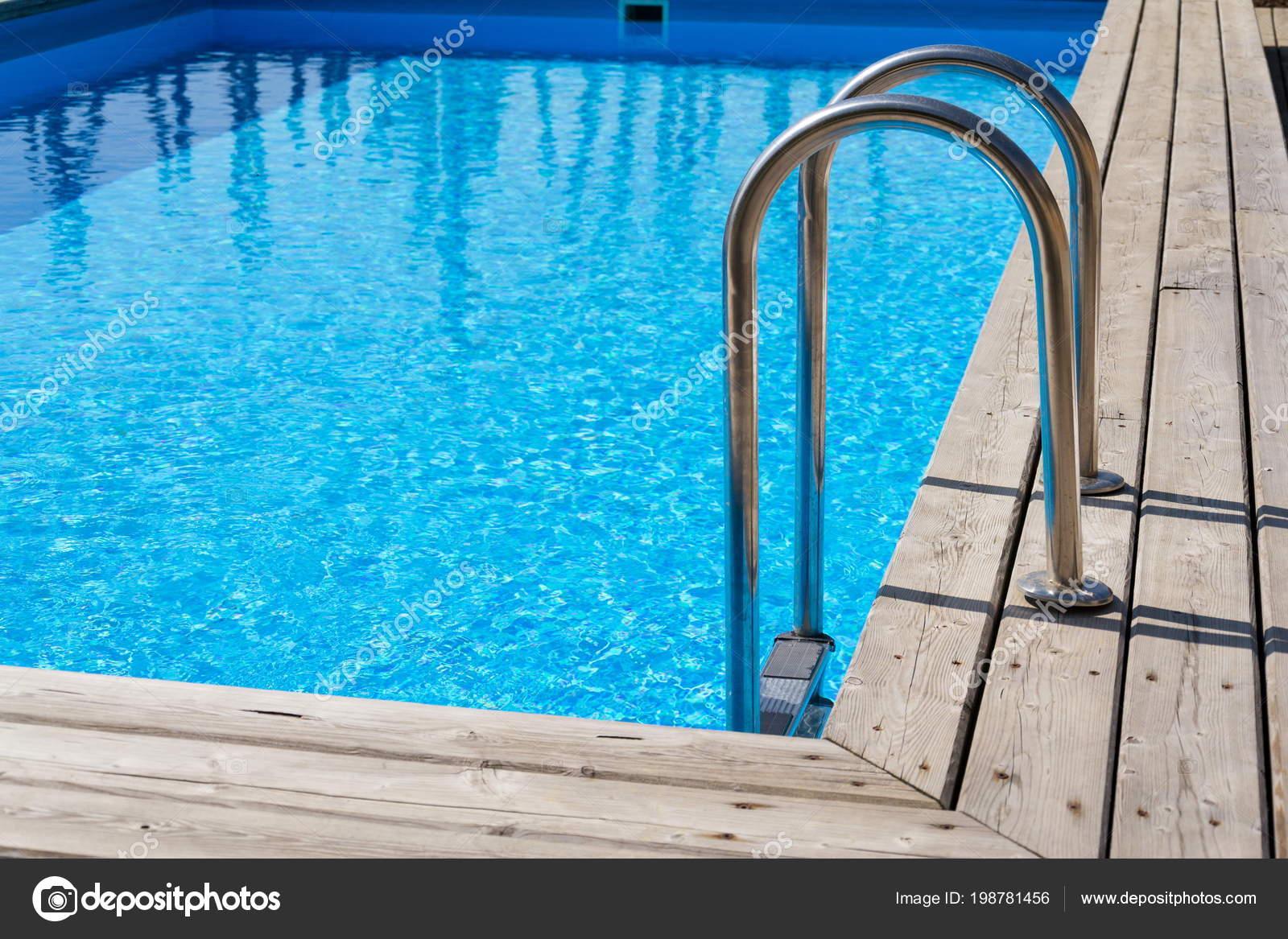 Vloeren Voor Buiten : Inox ladder trap blauwe buiten skimmer zwembad met houten vloeren