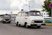 Vrchlabí, Česká republika - 25 srpna 2018: Vintage vozy Škoda 1203 oldsmobile veteránů opuštění podniku Škoda Vrchlabí na 25 srpna 2018 ve Vrchlabí, Česká republika.