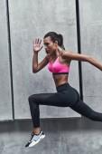 Fotografie sportliche junge Frau in Sportkleidung laufen und Bewegung in der Natur
