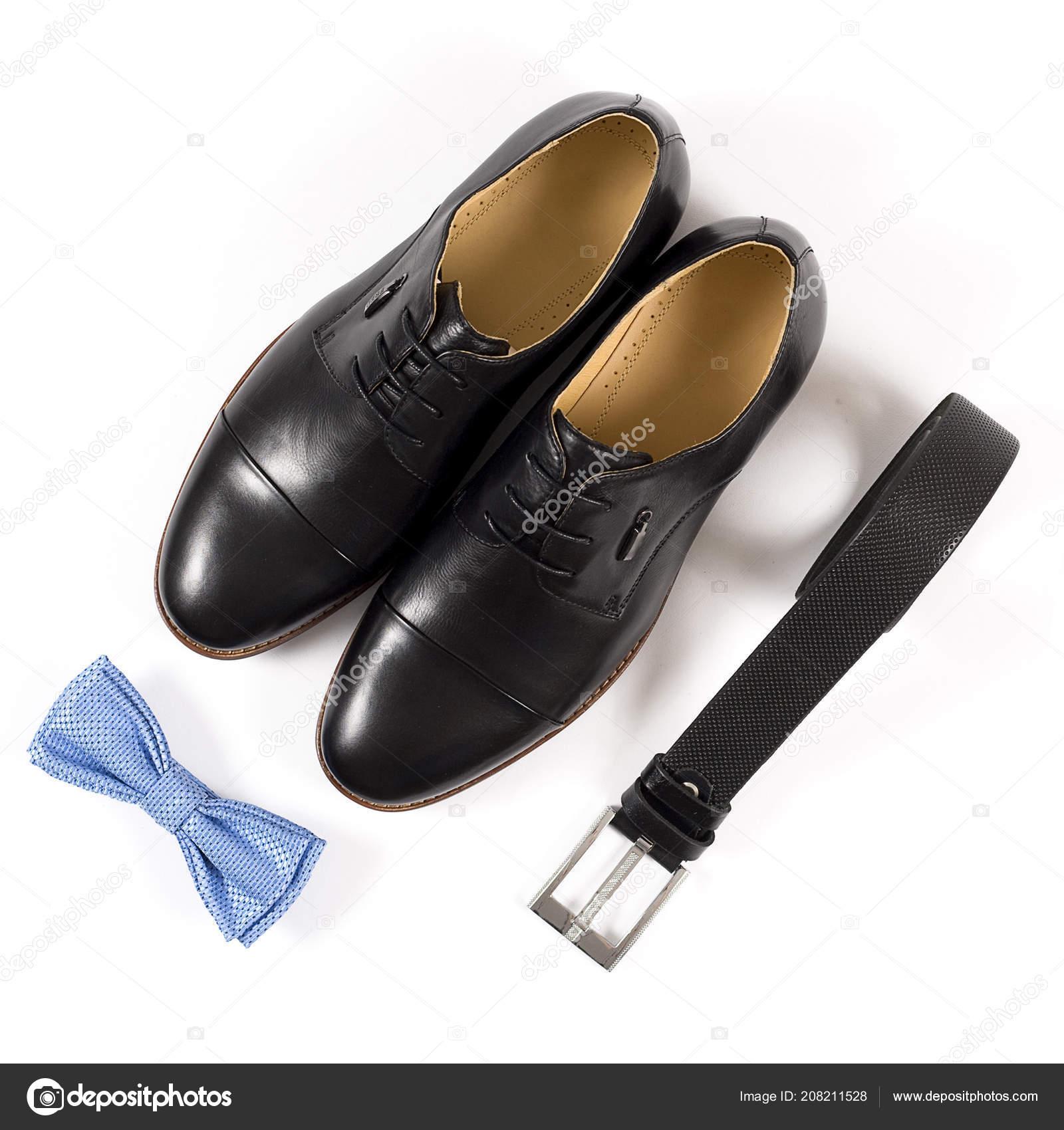 3b6d0254dcb Ανδρικά Δερμάτινα Παπούτσια Και Ζώνη Λευκό Φόντο — Φωτογραφία ...