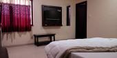 DISTRICT KATNI, INDIA - Október 03, 2019: Indiai szállodai szoba közös városban, normál felszereltséggel.