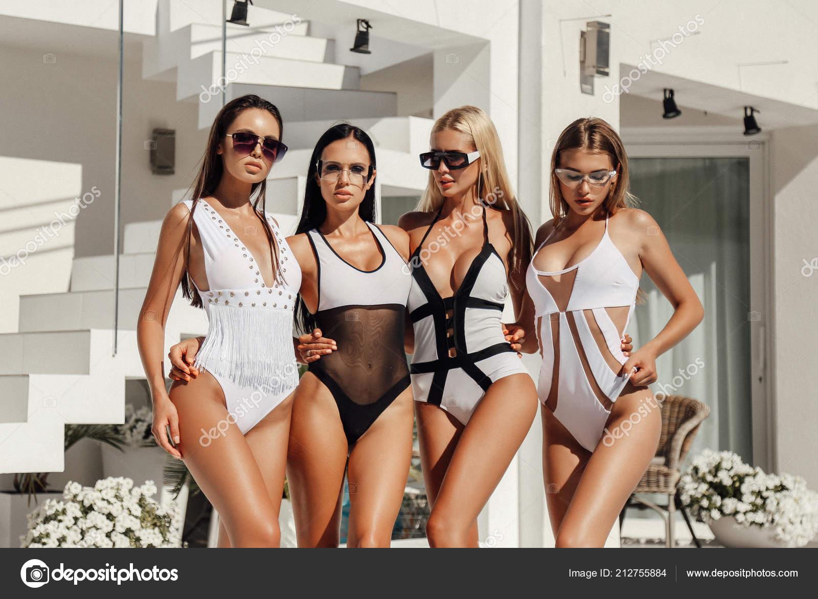 Gruppe von sexy Frauen Hotel