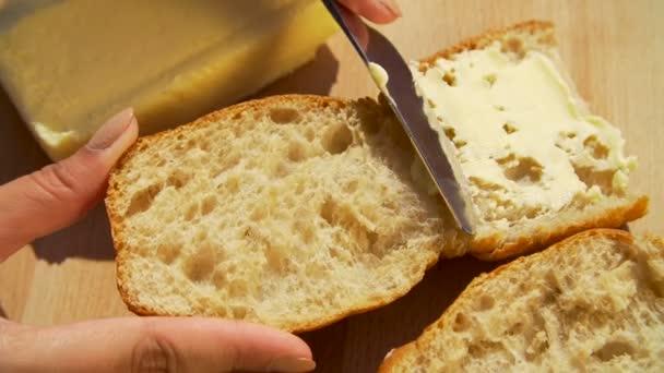 šíření máslo na chleba