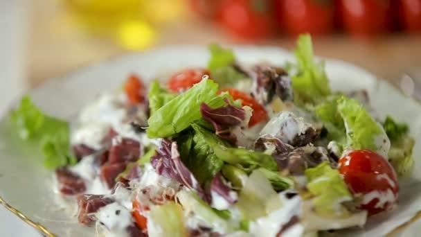 Hovězí a zeleninový salát