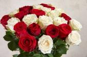 krásnou kytici rudých růží