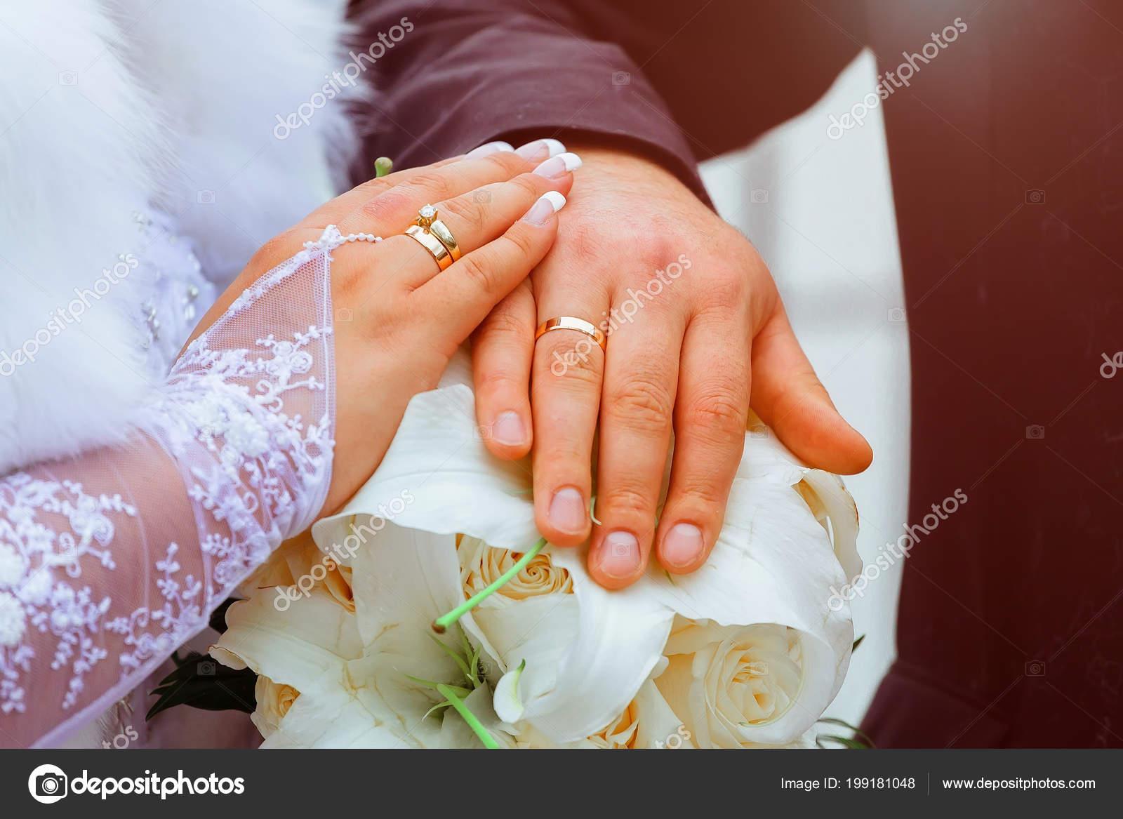 Detail Nevesta Podkoni Ruce Snubni Prsteny Zlaty Prsten Prst
