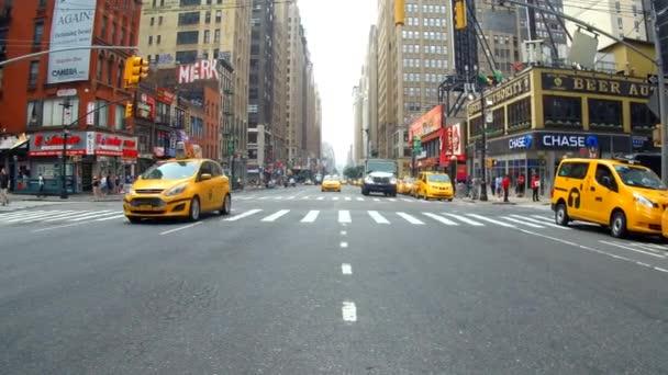 New York, Amerikai Egyesült Államok - 2018. július 04.: Taxi Manhattan forgalom létrehozó lövés a New York City, New York