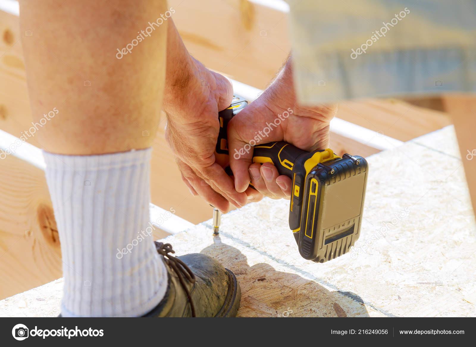 Carpintero Guapo Instalar Una Terraza Piso Madera Una