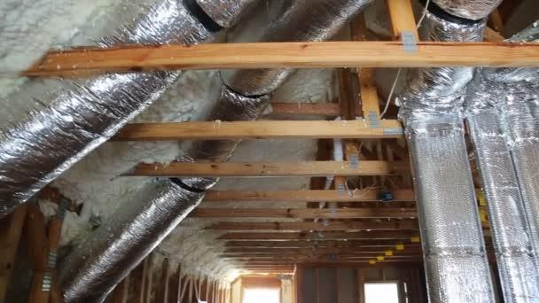 potrubí, ventily zavřít instalaci systému na střeše domu potrubí topného systému vytápění