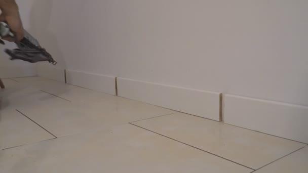 Měřidlo dokončit hřebíkovačka muž přibitý základní tvarování střihu dům stavební dodavatel pro luxusní vlastní dům