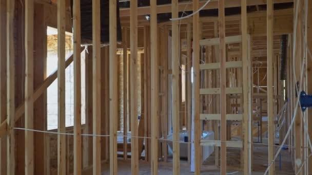 Holzrahmenarbeiten an Wänden und Decken oder Deckenbalken bei Neubauten
