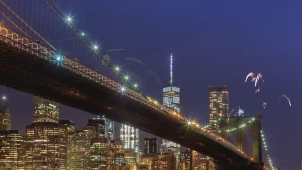 Tűzijáték a Manhattan Midtown felhőkarcolók és a Skyline éjjel New York City