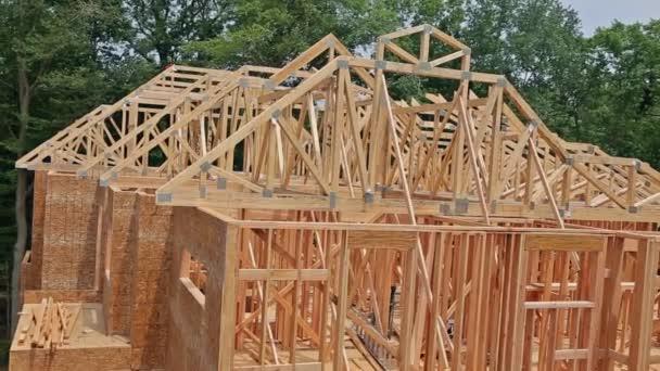 Einrahmung eines neuen Hauses im Bau