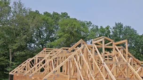 Fachwerkhaus, Stockhaus im Bau mit Holzfachwerk, Pfosten und Balkenrahmen.