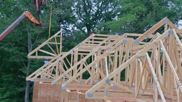 Baustelle Holzhausrahmen am Baugerüst