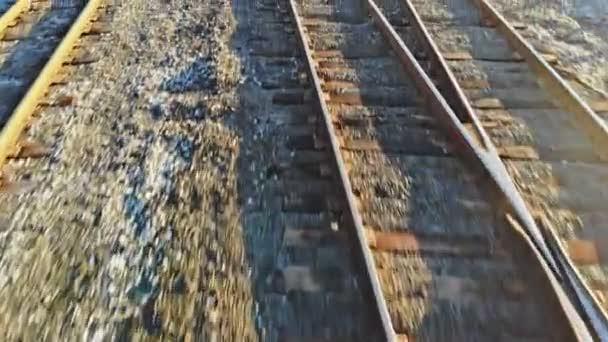 A tehervonat peronja a következő vasúti síneken