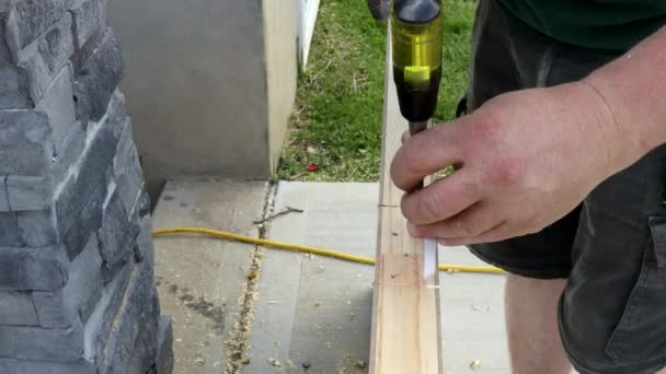 Schneiden von Löchern für das Türscharnier Holzmeißel Ausschneiden der Nut