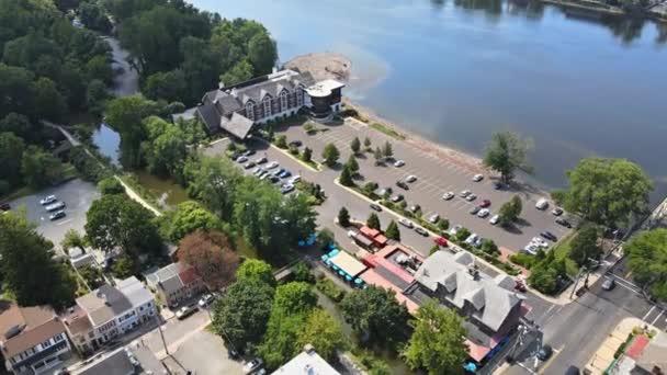 Légi táj szomszédságában egy kis amerikai város Lambertville New Jersey, kilátás nyílik a Delaware folyó közelében a kisváros történelmi New Hope Pennsylvania US