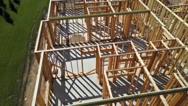 Neues Baugerüst für Eigenheim im Bau