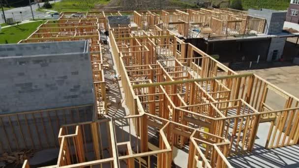 Fachwerkbalken für neue Wohnungen im Bau
