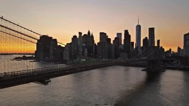 New York, Brooklynský most v noci v New Yorku Manhattan USA