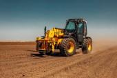 Fotografie Fotografie z traktoru zemědělské půdy na slunečný den