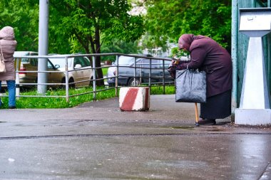 Old woman begs on city street general plan