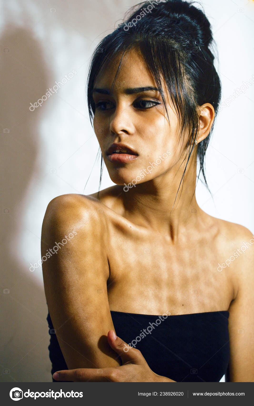 https://st4.depositphotos.com/2964705/23892/i/1600/depositphotos_238926020-stock-photo-beauty-latin-young-woman-in.jpg