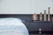hálószoba belső dekoráció éjszakai fény formájában egy darab kő só és dekoratív ételeket
