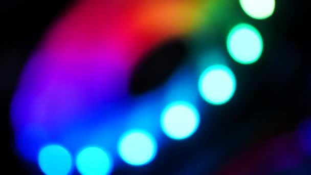 Absztrakt háttér RGB szín spinning, és forgassa a sötét és gabona feldolgozott