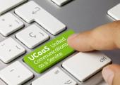 UCaaS Unified Communications als Dienst, der auf dem grünen Schlüssel der metallischen Tastatur geschrieben wird. Tastendruck.
