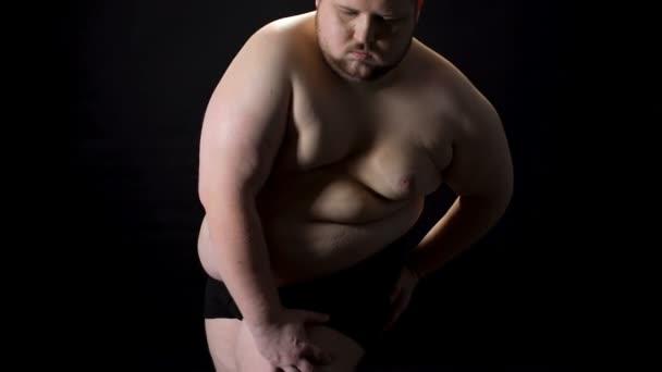 předstírat nahý
